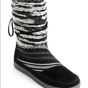 Toms Nepal Black Suede Textile Boot EUC